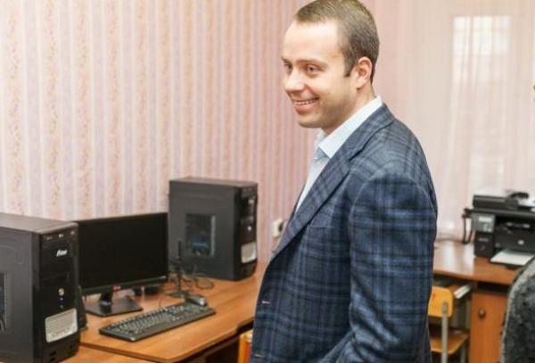 Житомирский «меценат» Максим Шкиль подкупает избирателей краденными у государства деньгами