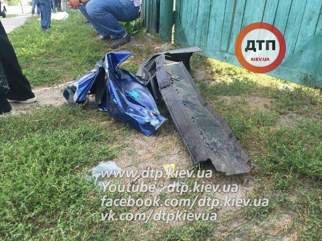 Под Киевом автомобиль на огромной скорости влетел в маршрутку: трое погибших