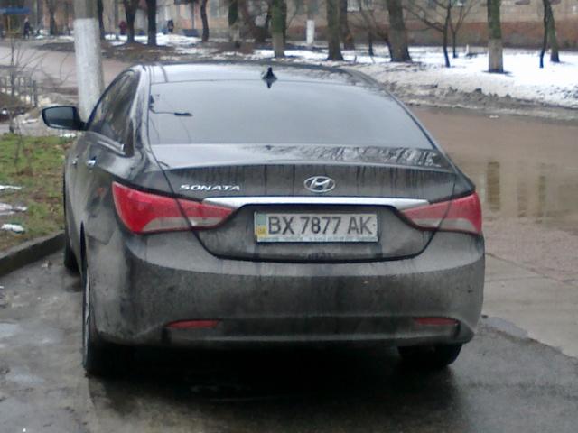 Паркуюсь как мудак. На Черниговщине начальник отдела СБУ Кушнир регулярно ставит свою иномарку посреди автобусной остановки
