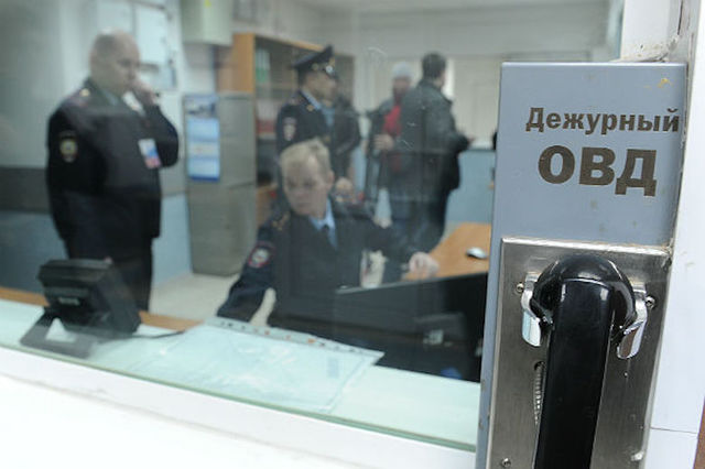 Фотограф «Коммерсанта» заявил, что врачи связывали и душили его в отделе полиции