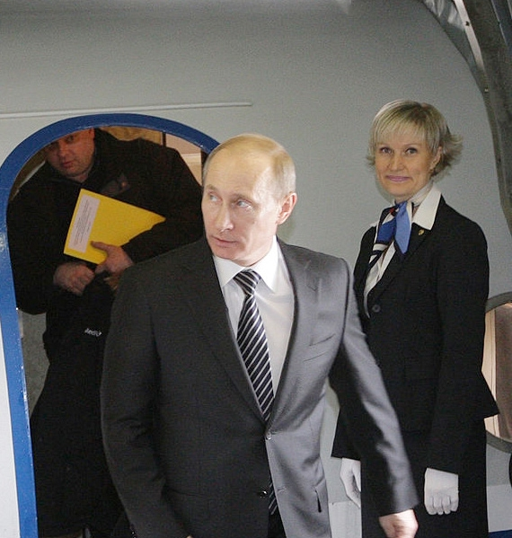 С кем летал Путин в 90-х