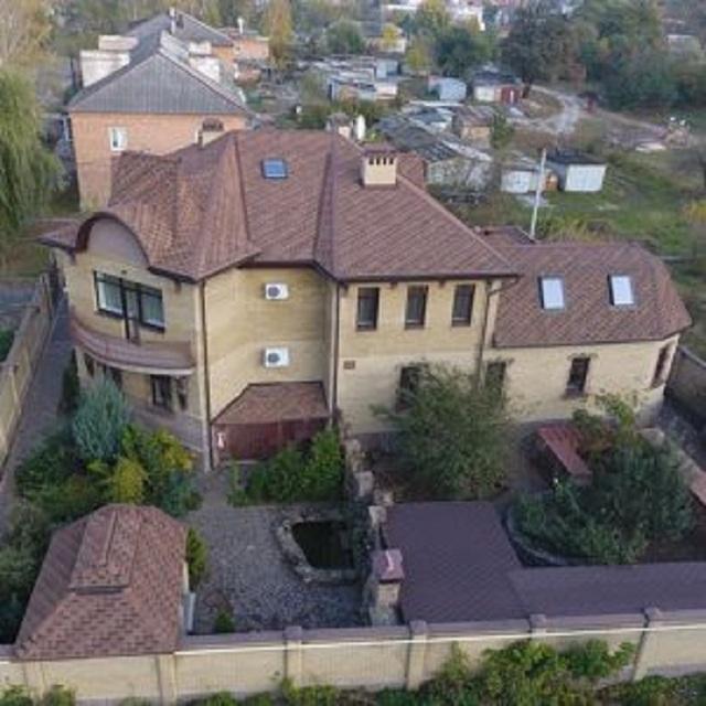 Судья из Харькова одолжил 800 тысяч гривен у пожилой мамы на достройку особняка