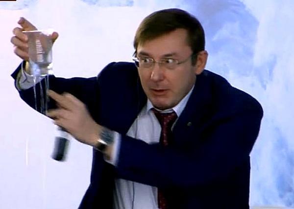 Луценко утверждает, что безымянные члены ОПГ Януковича уже вернули Украине «сотни миллионов»