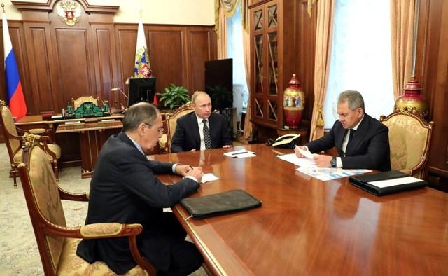Путин вместо высылки дипломатов США из России пригласил их на елку в Кремль
