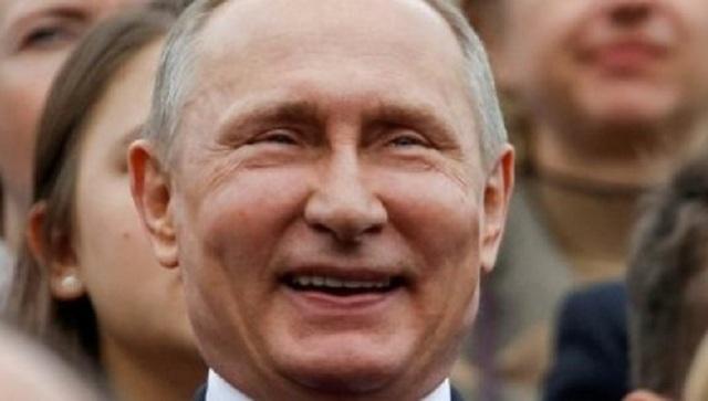 Кремль захватили буряты: в сети высмеяли опухшего Путина и его «подругу»