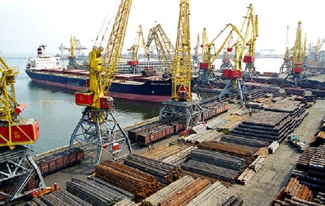 Глава Белгород-Днестровского порта обвинил арендатора в краже двигателей кранов