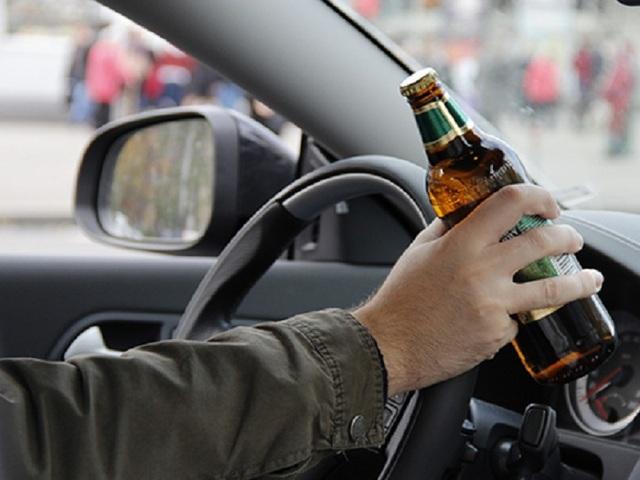 В Киеве пьяный водитель набросился на полицейских из-за отказа брать взятки