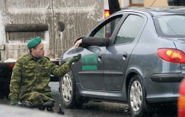 """Бойовиків-інвалідів """"ДНР"""" викинули жебракувати на вулицях"""