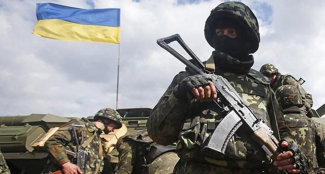 Оккупанты продолжают обстрелы на всех направлениях, ранены 2 украинских военных, - штаб АТО
