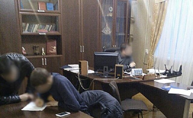 Экс-глава вагонного депо Мариуполя, уличенный в коррупции, устроился в частную фирму