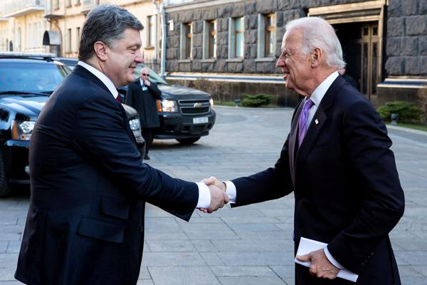 Байден посетит Украину 15 января и проведет встречу с Порошенко и Гройсманом