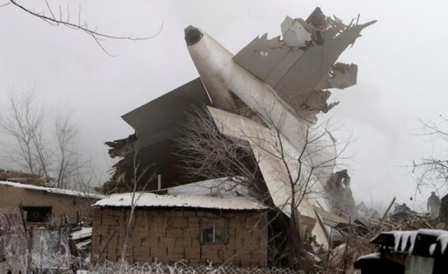 """В Киргизии """"Boeing 747"""" рухнул на дачный поселок"""