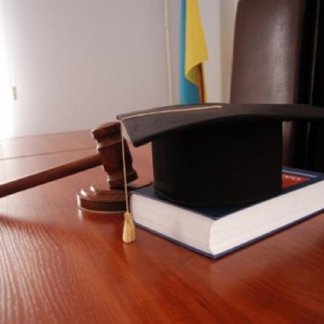 Суд арестовал начальника Чортковской исполнительной службы