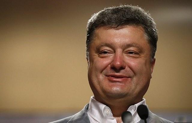 Порошенко не закрывает Рошен в России, а перезаписывает на подставных лиц