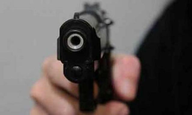 Устроив стрельбу, дебоширы спрятали оружие и набросились на полицейских