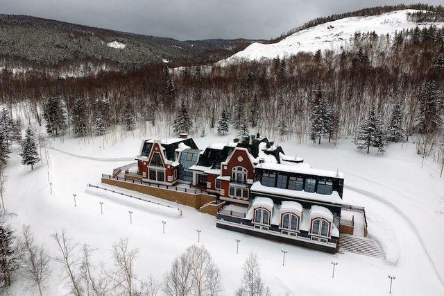Сахалин приглашает туристов отдохнуть в резиденции Хорошавина