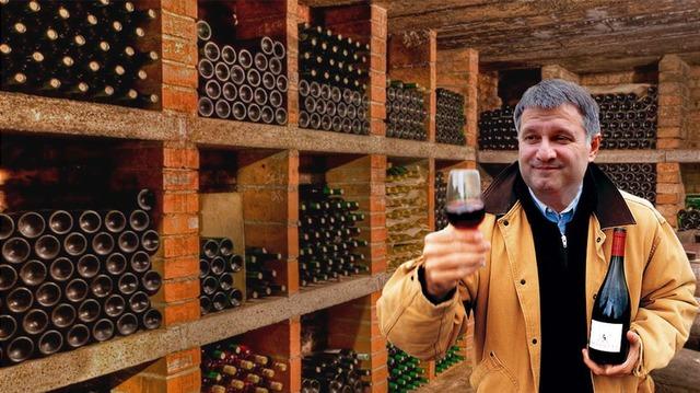 За год Аваков распил одну бутылку вина из своей коллекции, зарегистрировал две фирмы на Кипре и увеличил свою зарплату в 2 раза