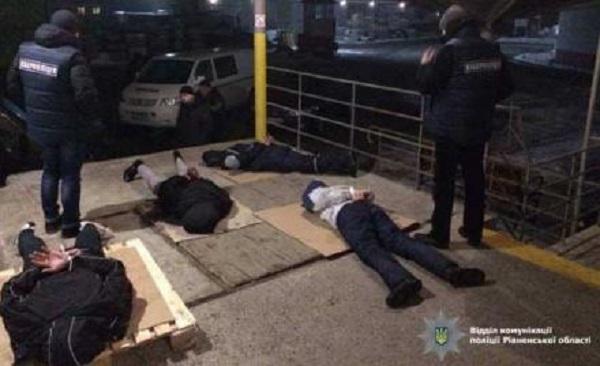 Полиция поймала почтового афериста, воровавшего грузы на сотни тысяч гривен