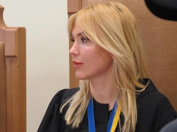 У киевской судьи нашли 2 квартиры, 3 дома и миллион наличкой
