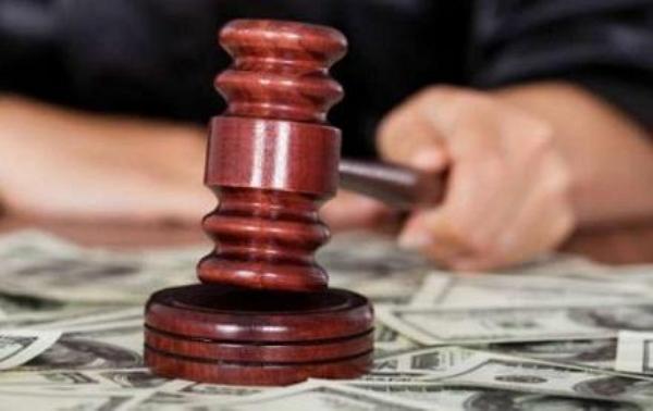 Судья, пять лет «отбеливавшая» коррупционера, поймана с крупной взяткой от клиента