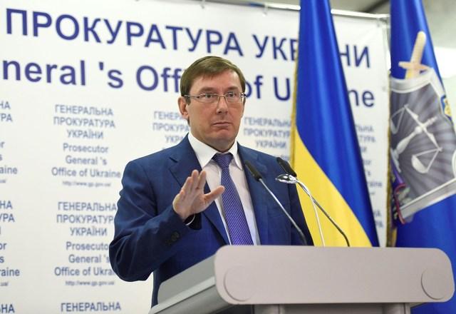 Год Луценко: деньги Януковича и дела, повисшие в воздухе