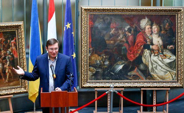 Что успел Луценко за год в кресле генпрокурора