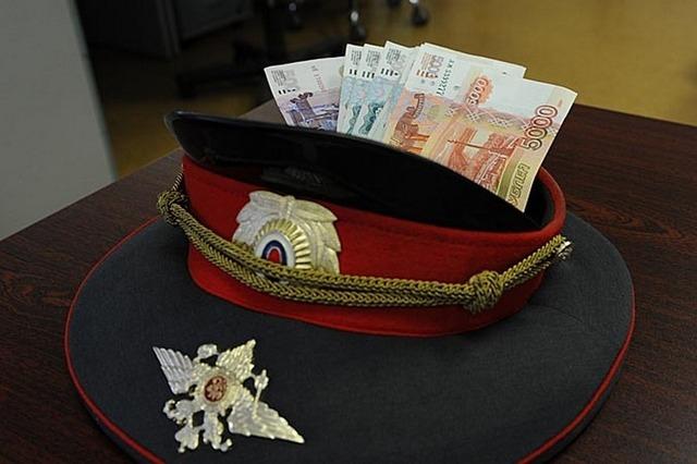 Экс-полицейский в Новороссийске предстанет перед судом за взятку в миллион рублей