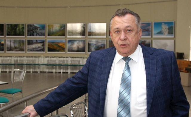 Порошенко запретил въезжать на Украину умершему полгода назад сенатору с Урала
