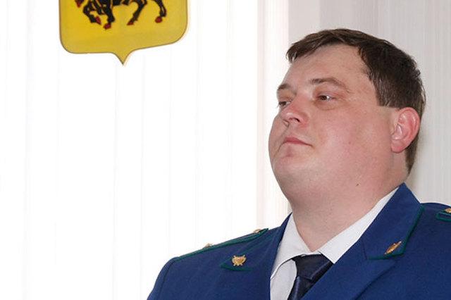 Экс-прокурору Энгельса дали 8,5 лет «строгача» за взятку в 4 ящика водки и более 1 млн рублей