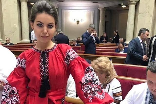 Сюмар и Кошелева пришли в Раду в вышиванках за 20 тысяч гривен