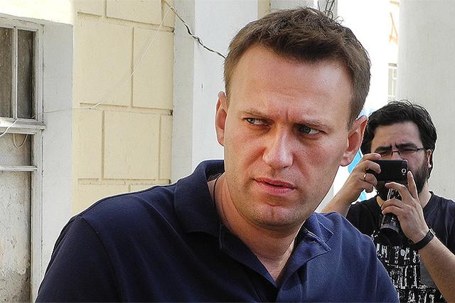 Блогер-миллиардер: почему Усманов решил бороться с Навальным на его поле