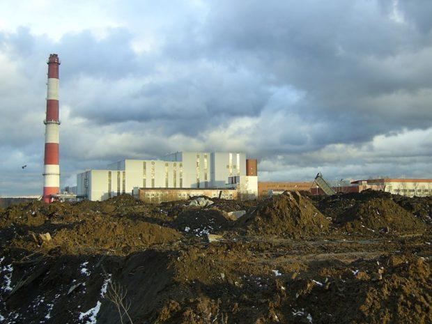 Мусоросжигательный завод на востоке Москвы выбросил в воздух ярко-фиолетовый дым