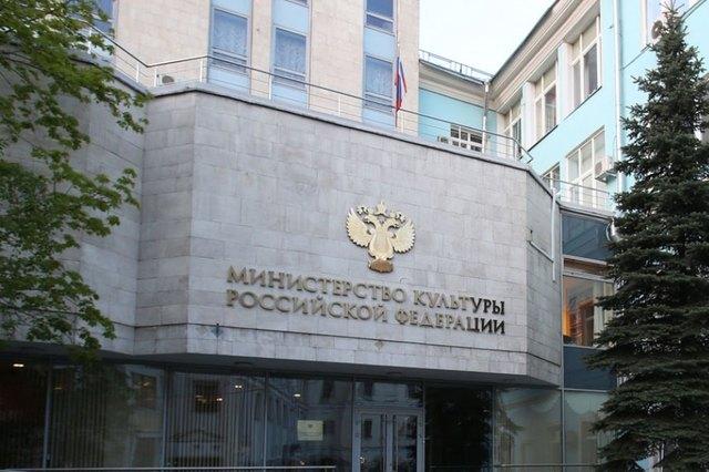 В предчувствии отставки министр Владимир Мединский начал мародерствовать с новой силой