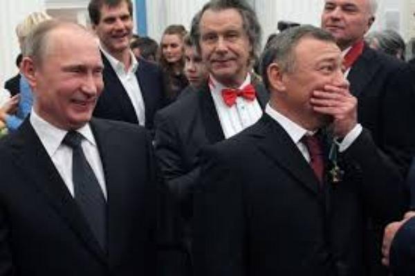 """""""По сути, российским олигархам выкрутили руки: меняете президента - или теряете все деньги"""