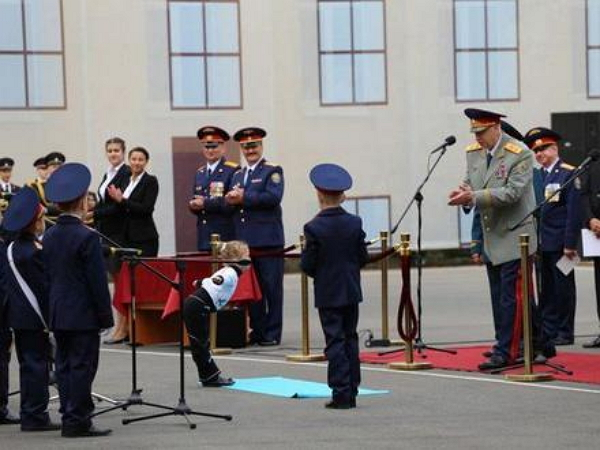 В Петербурге дошкольница в стихах обещала Бастрыкину привлечь маму, если надо