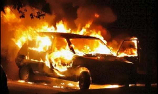 В Конча-Заспе взорвали два BMW, катера и подожгли два дома