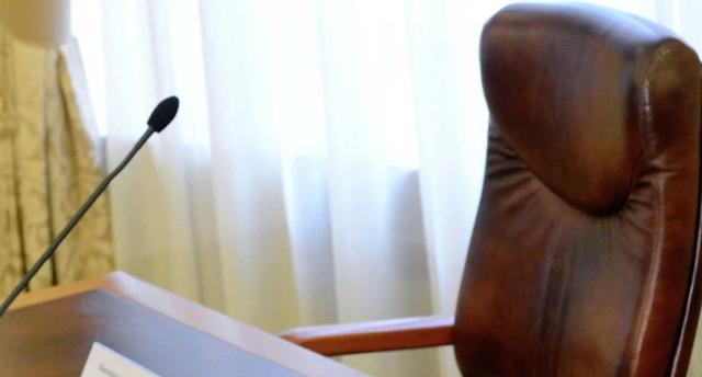 Глава Минобороны ушел в отставку из-за долгов перед военными
