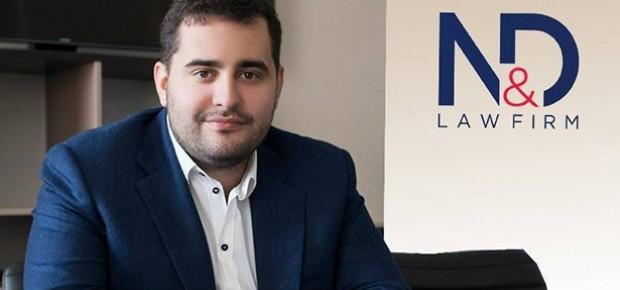Юрист-аферист Андрей Довбенко боится журналистов как огня