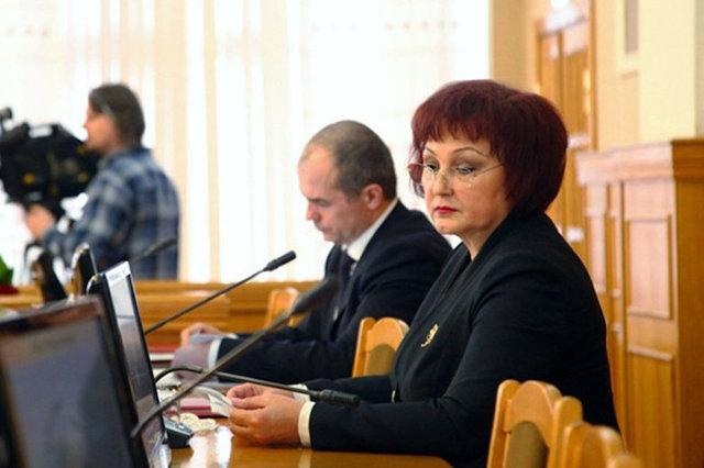 Экс-мэр Чебоксар съездила в Казахстан за чужой счет