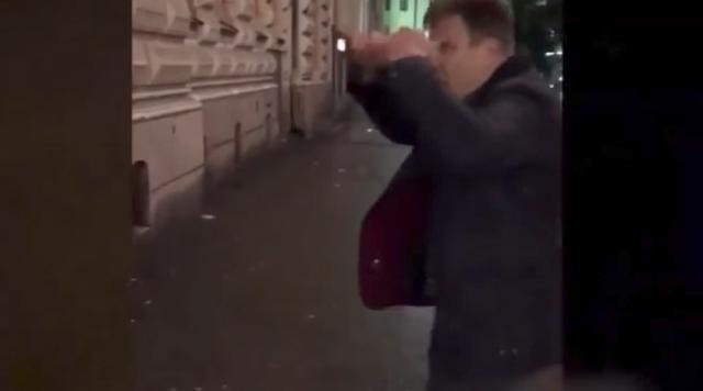 Бывший скандальный тренер российского клуба жестоко избил прохожего
