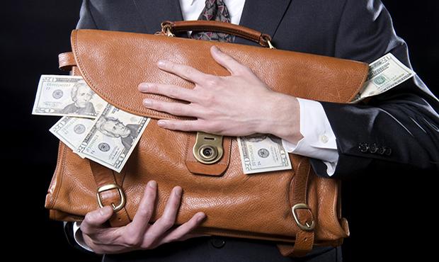 """Екс-голову банку """"національний кредит"""" підозрюють в розкраданні 4 мільйонів"""