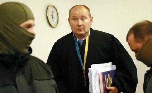 Судья-взяточник Чаус убежал от журналистов в Кишиневе