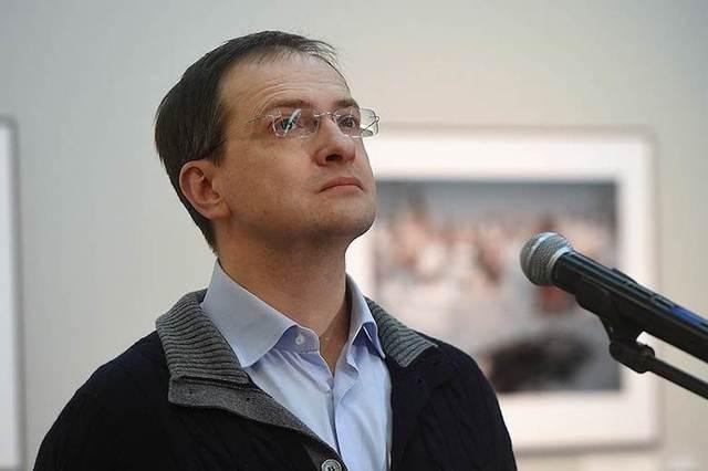Эксперты рассказали о возможной отставке Мединского из-за скандала с его диссертацией