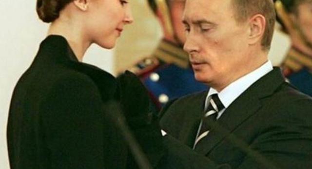 В сети высмеяли странные снимки Путина «с поклонницей»