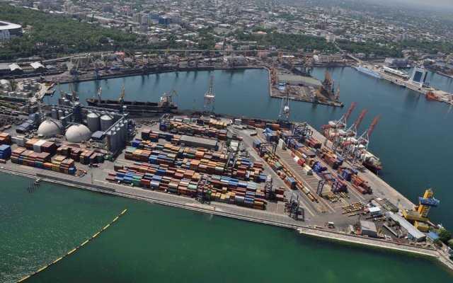 Черноморский порт делал скидки фирмам себе в убыток