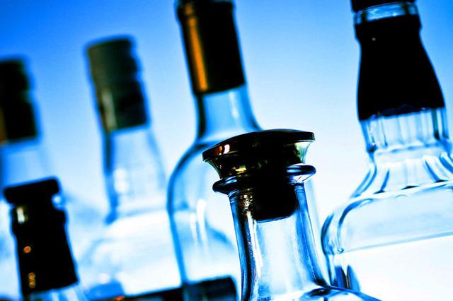 Для сопровождения подозреваемого в незаконном сбыте спирта в Петербург привлекли ФСБ