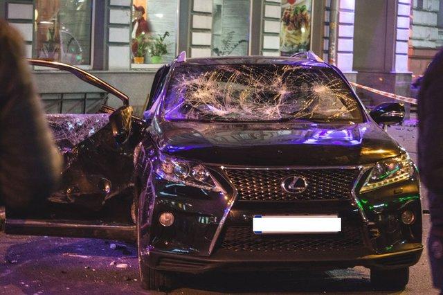 Журналисты узнали, чья дочь была за рулем Lexus, который влетел в толпу в Харькове