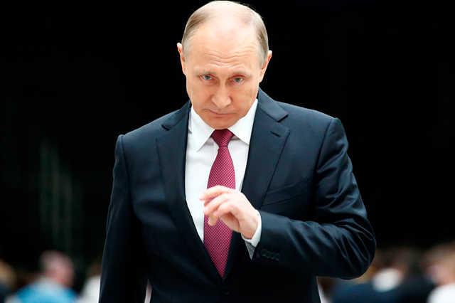 Путин пообещал наградить уволенных губернаторов и попросил их поделиться опытом с новичками