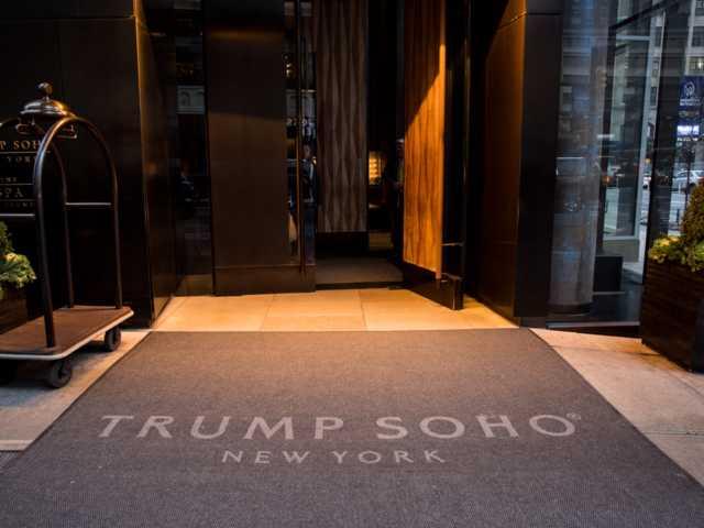 Упала популярность: из названия отеля в Нью-Йорке уберут фамилию Трампа