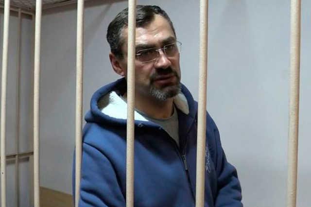 Обвинение просит 8 лет колонии для главы Колпино за разбой
